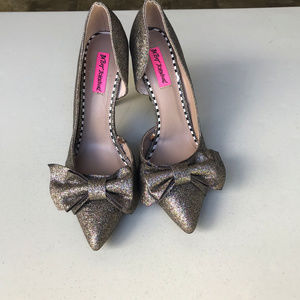 Betsey Johnson Iris Bow Gold glitter shoes